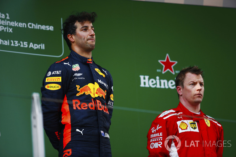 Race winner Daniel Ricciardo, Red Bull Racing, second place Kimi Raikkonen, Ferrari