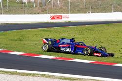Вылет с трассы: Брендон Хартли, Scuderia Toro Rosso STR13