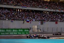 Romain Grosjean, Haas VF-16, Felipe Nasr, Sauber C35 y Esteban Ocon, Manor MRT05