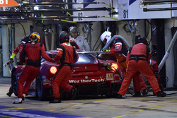 #85 Keating Motorsports Ferrari 488 GTE: Ben Keating, Jeroen Bleekemolen, Luca Stolz, pit stop