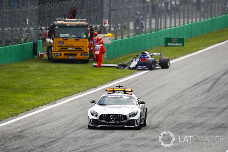 Safety car passes the wreck of Brendon Hartley's Toro Rosso STR13