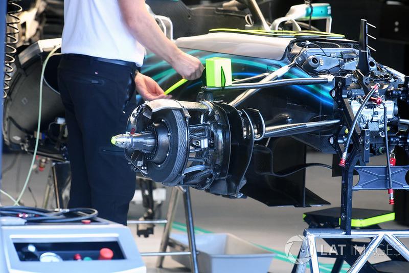Mercedes AMG F1 W09, переднє колесо