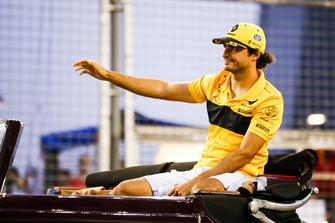 Carlos Sainz Jr., Renault Sport F1 Team, on the drivers' parade