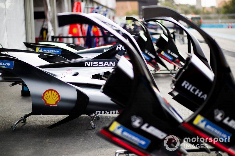 Nissan e.Dams bodywork in the pit lane