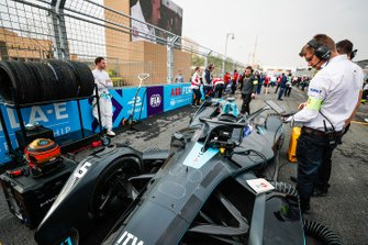 Stoffel Vandoorne, HWA Racelab stands beside his VFE-05