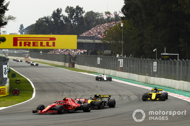 Kimi Raikkonen, Ferrari SF71H, leads Carlos Sainz Jr., Renault Sport F1 Team R.S. 18, Nico Hulkenberg, Renault Sport F1 Team R.S. 18, and Charles Leclerc, Sauber C37