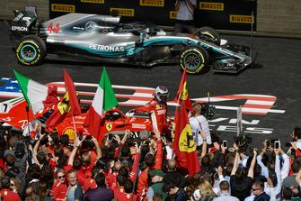 Kimi Raikkonen, Ferrari, festeggia nel parco chiuso