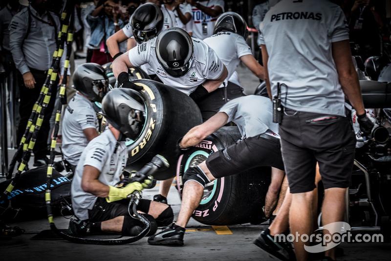 Mercedes AMG F1 W09 team