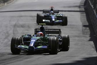 Rubens Barrichello, Honda RA107, lidera al compañero de equipo Jenson Button, Honda RA107