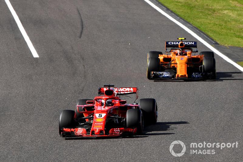 Sebastian Vettel, Ferrari SF71H y Stoffel Vandoorne, McLaren MCL33