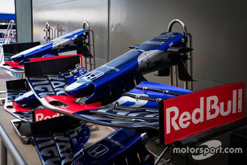 Scuderia Toro Rosso STR14, ala anteriore