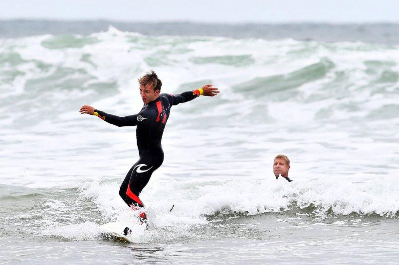 Pierre Gasly y Red Bull Racing se preparan para ir a surfear con la leyenda del surf Mick Fanning