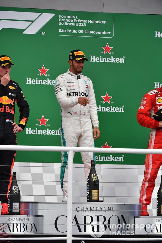 Max Verstappen, Red Bull Racing, Lewis Hamilton, Mercedes AMG F1 e Kimi Raikkonen, Ferrari, sul podio