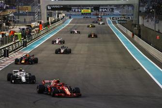 Kimi Raikkonen, Ferrari SF71H, leads Charles Leclerc, Sauber C37, Daniel Ricciardo, Red Bull Racing RB14, Romain Grosjean, Haas F1 Team VF-18, Esteban Ocon, Racing Point Force India VJM11, and the remainder of the field