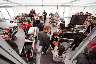 Nico Rosberg e Taylor Barnard visitano il Kart Republic team