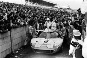 #9 Ford GT40: Pedro Rodríguez, Lucien Bianchi