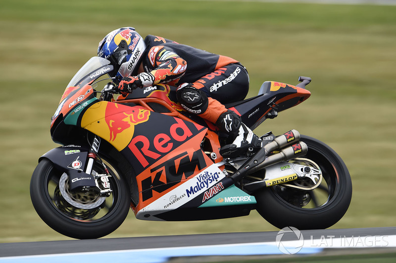 Na Moto2, Miguel Oliveira conquistou a primeira vitória para a KTM na categoria intermediária. E foi com dobradinha: Brad Binder ficou com o segundo lugar.