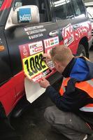 Sulla Toyota HDJ100 stampa di Motorsport.com viene applicato il numero di gara