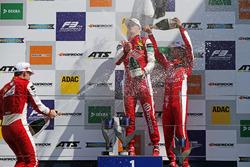 Подіум: переможець Ральф Арон (PREMA Theodore), другий призер Маркус Армстронг (PREMA Theodore), третій призер Гуанью Чжоу (PREMA Theodore)