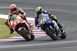 Marc Marquez, Repsol Honda Team, Valentino Rossi, Yamaha Factory Racing se touchent