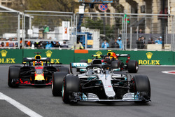 Valtteri Bottas, Mercedes AMG F1 W09, Daniel Ricciardo, Red Bull Racing RB14 Tag Heuer, Max Verstappen, Red Bull Racing RB14 Tag Heuer