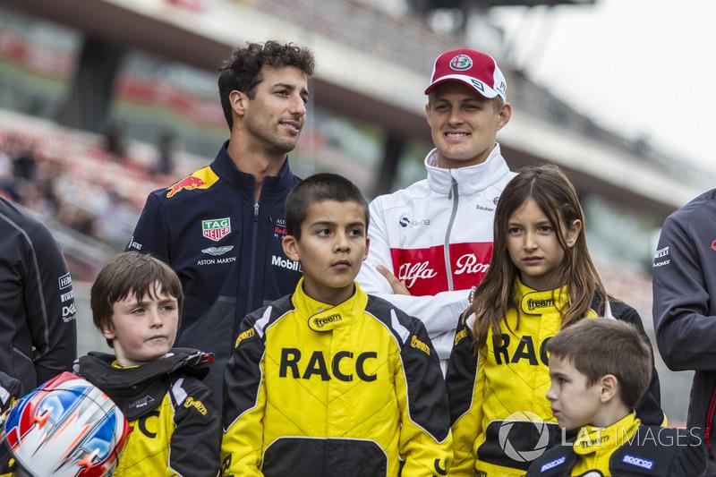 Daniel Ricciardo, Red Bull Racing and Marcus Ericsson, Sauber with the RACC Cadet Karters