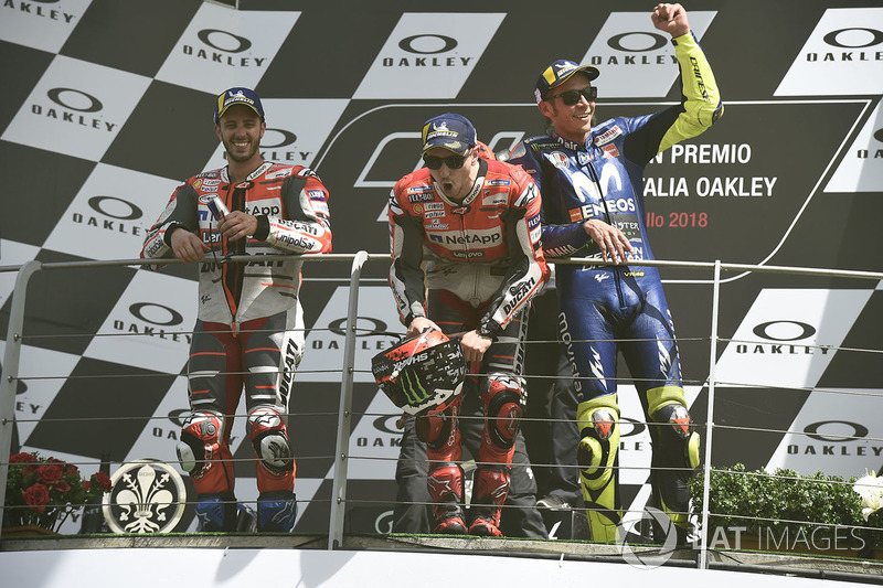 Podio: ganador de la carrera Jorge Lorenzo, equipo Ducati, segundo lugar Andrea Dovizioso, equipo Ducati, tercer lugar Valentino Rossi, Yamaha Factory Racing