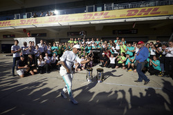 Race winner Lewis Hamilton, Mercedes AMG F1, the Mercedes team celebrate victory in the race and the