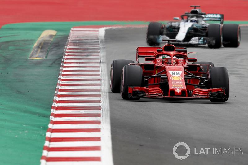 Antonio Giovinazzi, Ferrari SF71H ve Valtteri Bottas, Mercedes AMG F1 W09