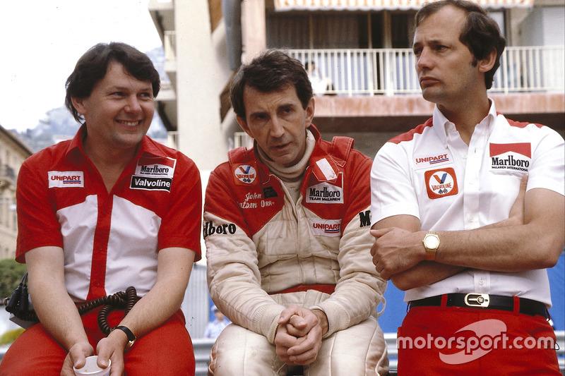 Слева направо: конструктор Джон Барнард, гонщик Джон Уотсон и Рон Деннис