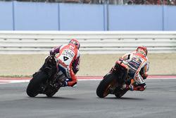 Marc Marquez, Repsol Honda Team dépasse Danilo Petrucci, Pramac Racing