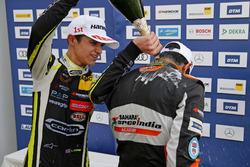 Podium rookies : Lando Norris, Carlin Dallara F317 - Volkswagen et Jehan Daruvala, Carlin, Dallara F317 - Volkswagen