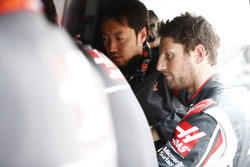 Romain Grosjean, Haas F1 Team, am Kommandostand