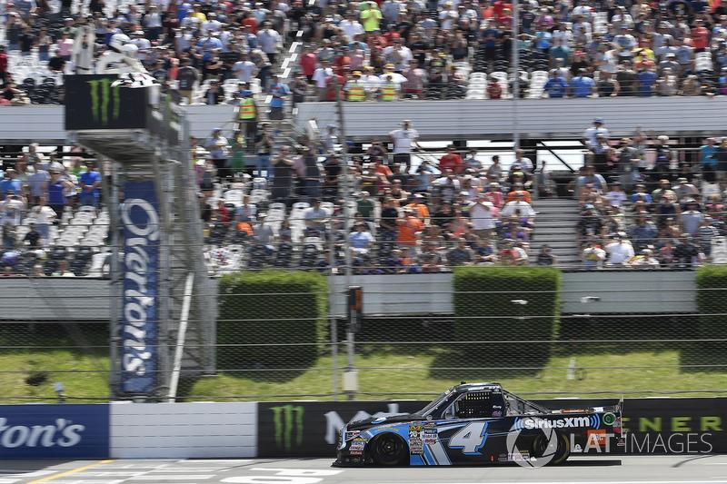 Christopher Bell, Kyle Busch Motorsports Toyota toma la bandera a cuadros