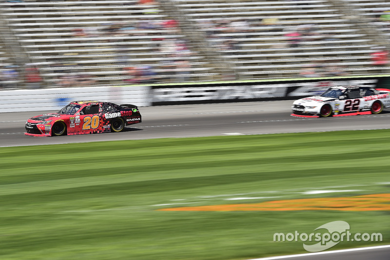 Erik Jones, Joe Gibbs Racing, Toyota; Ryan Blaney, Team Penske, Ford