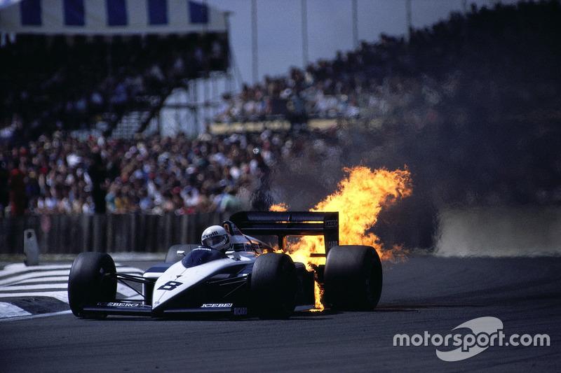 1987 - O motor BMW de Andrea de Cesaris pega fogo