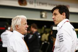 Charlie Whiting, Director de carrera de FIA, Toto Wolff, Mercedes