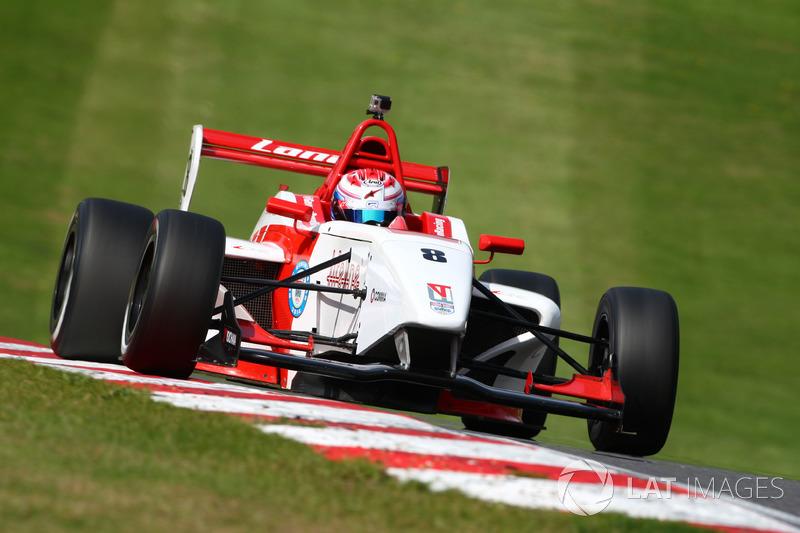 Стал самым успешным пилотом в истории британской Формулы 4