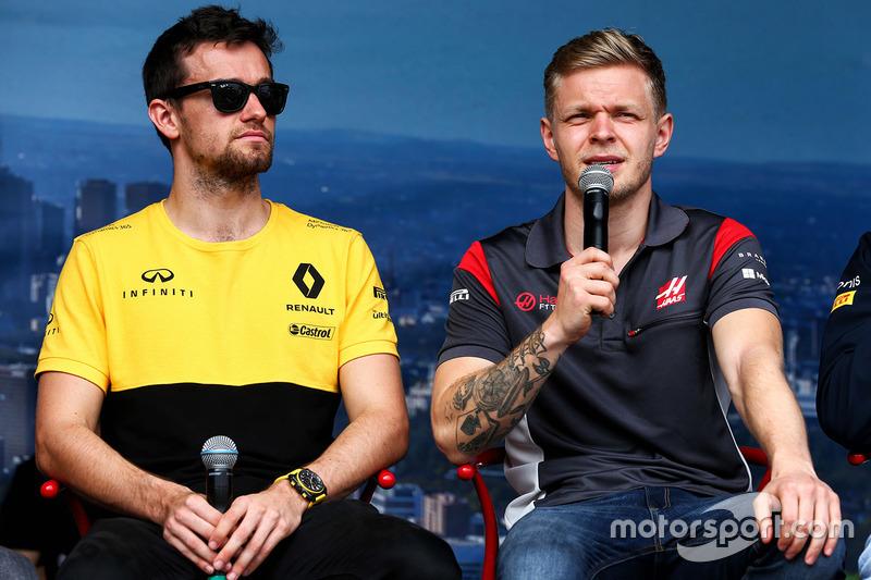 Jolyon Palmer, Renault Sport F1 Team con Kevin Magnussen, Haas F1 Team