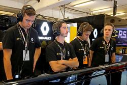 Les jeunes de la Formule Renault Eurocup dans le paddock F1