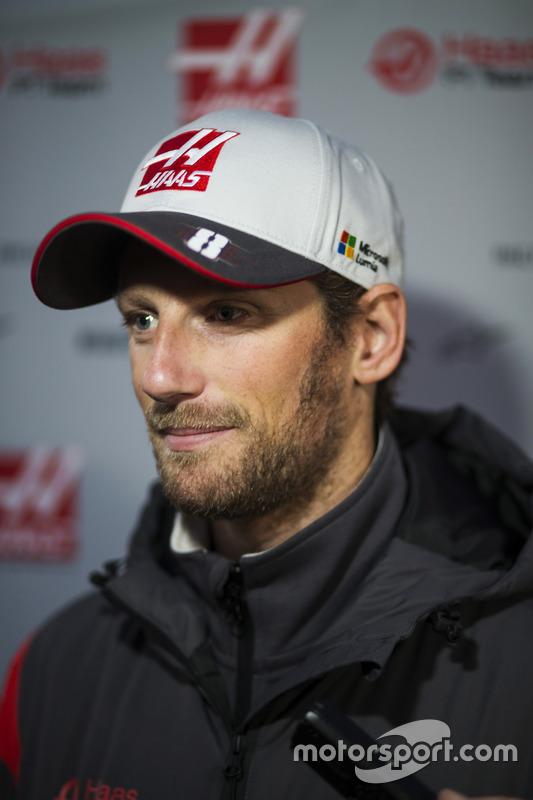 Romain Grosjean, Haas F1 Team, berbicara dengan media