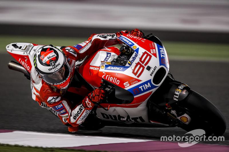 Jorge Lorenzo con la Ducati Desmosedici 2017 del equipo oficial en Qatar