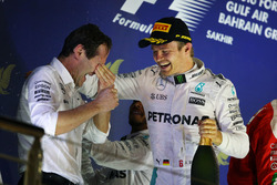 Race winner Nico Rosberg, Mercedes AMG F1 celebrates on the podium with Aldo Costa, Mercedes AMG F1 Engineering Director