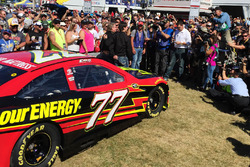 Superior Erik Jones, Furniture Row Racing Toyota Unveil