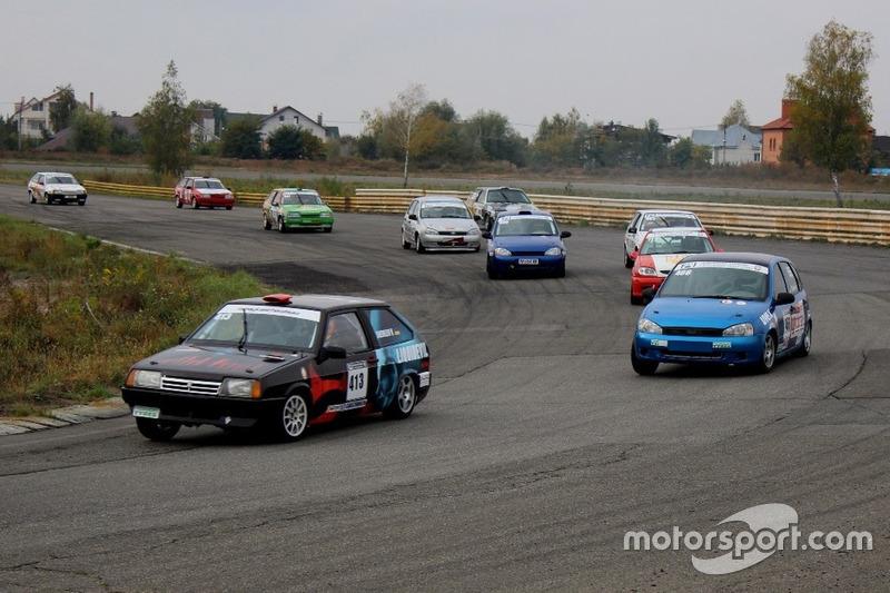 Старт гонки 1: Валерій Шевелев, Руслан Сєров