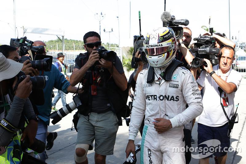 Льюіс Хемілтон, Mercedes AMG F1 W07 Hybrid сходить внаслідок відмови двигуна