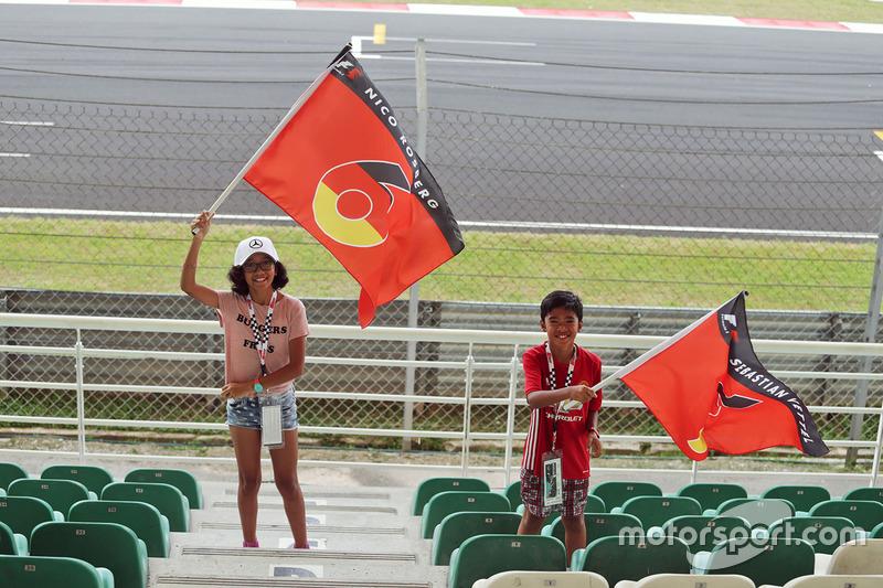 Junge Fans von Nico Rosberg und Sebastian Vettel