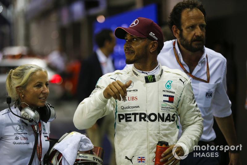 15. GP Singapura - Pole: Lewis Hamilton