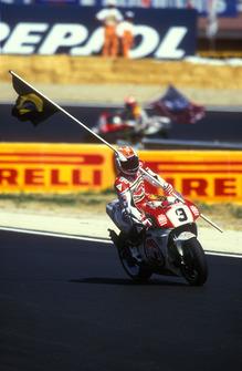 Race winner Alex Barros, Suzuki
