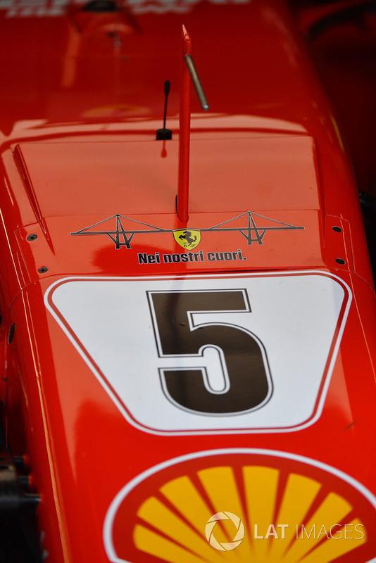 """Ferrari SF71H con el emblema del puente derruido de Génova y el mensaje """"En nuestros corazones"""""""